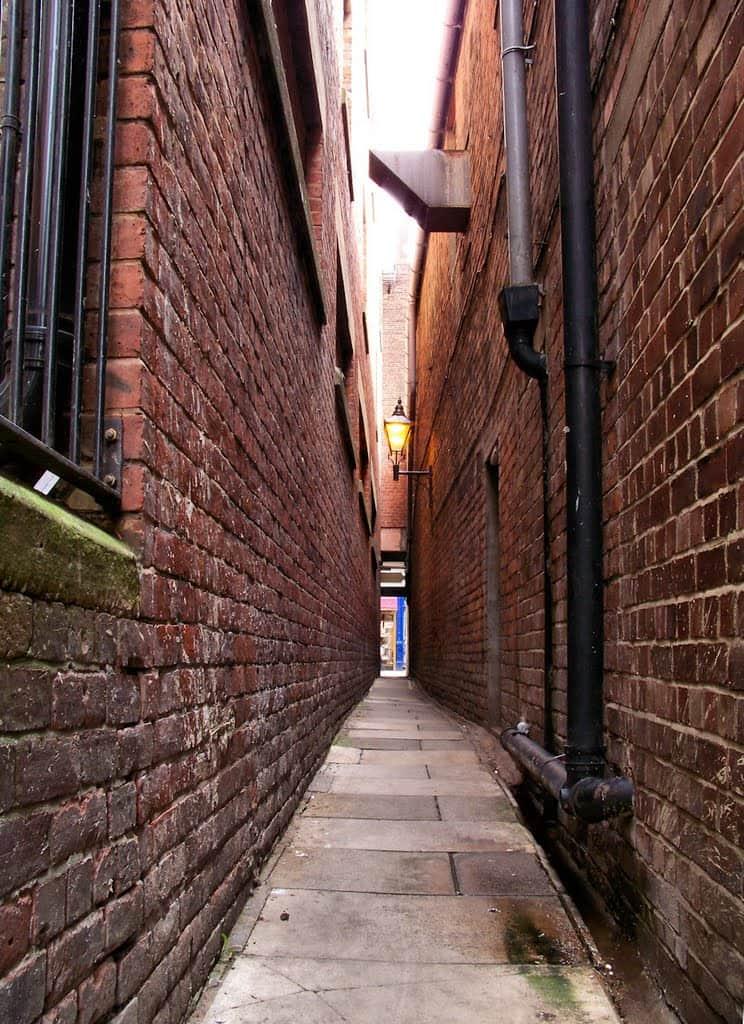 Long-Narrow-Alley-New-York-poison-arrow-feng-shui-arrow-sha