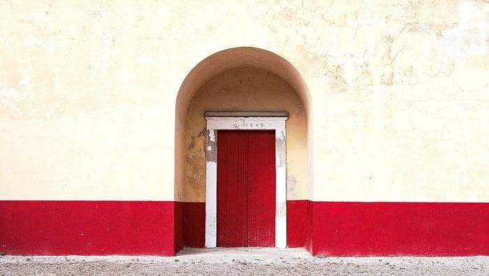 red front door feng shui-min (Demo)
